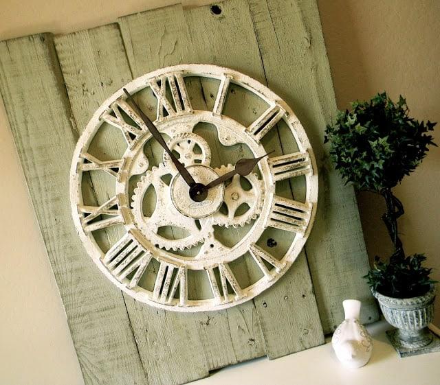11-12-Pallet-Clock