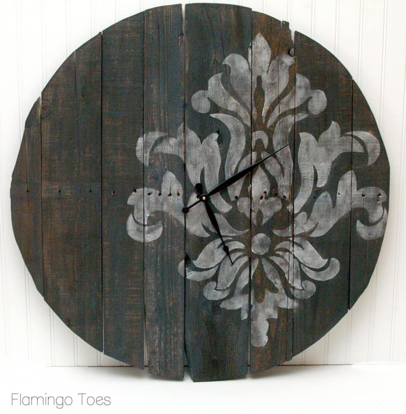 12-Large-Rustic-Stenciled-Pallet-Clock