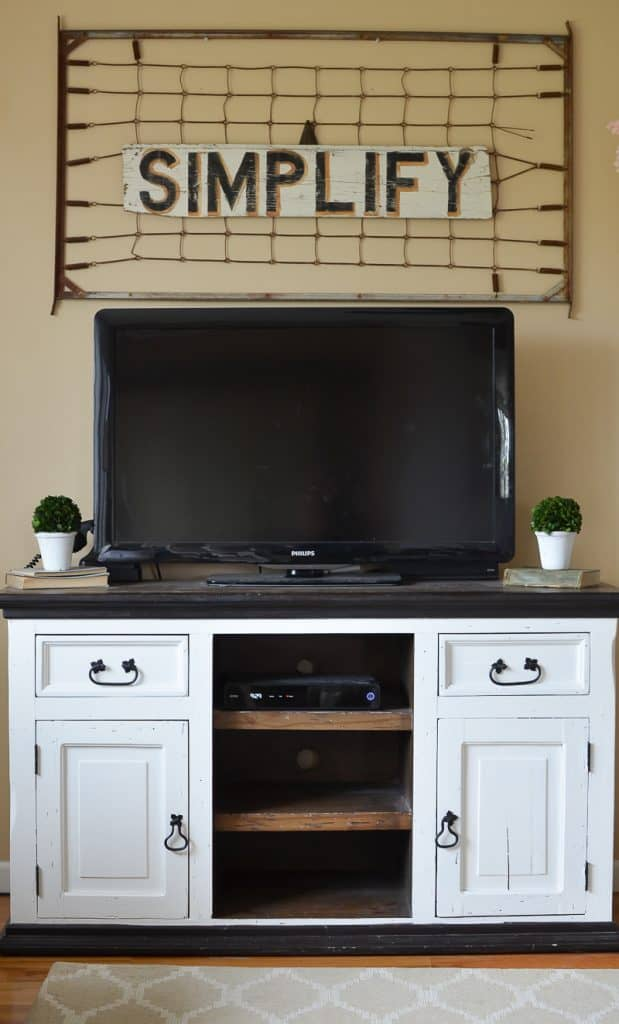 13-Easy-Farmhouse-Style-Entertainment-Console-619x1024