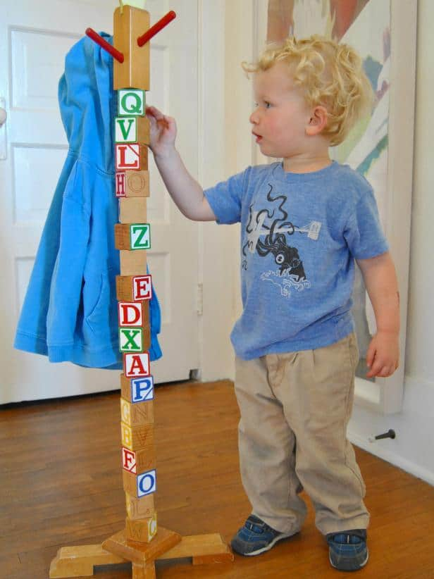 15-Building-Block-Hat-Stand