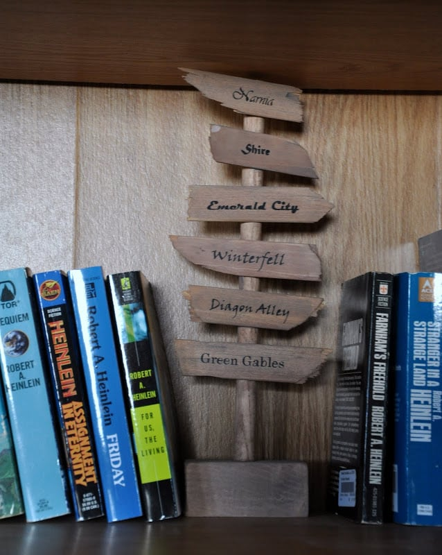 19-Directional-Sign-Bookends