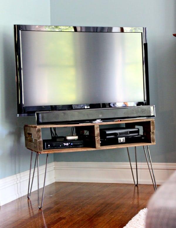 20-Pallet-TV-Stand