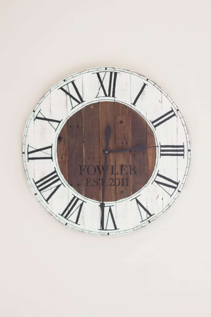 3-Pallet-Wood-Farmhouse-Clock-683x1024