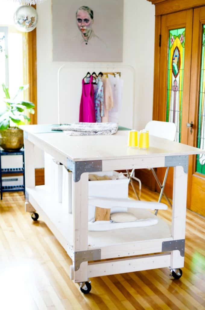 10-Large-Cutting-Table-on-Wheels-680x1024