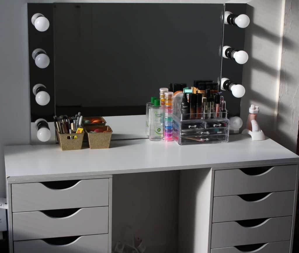 7-Vanity-And-Lighted-Mirror-1024x865