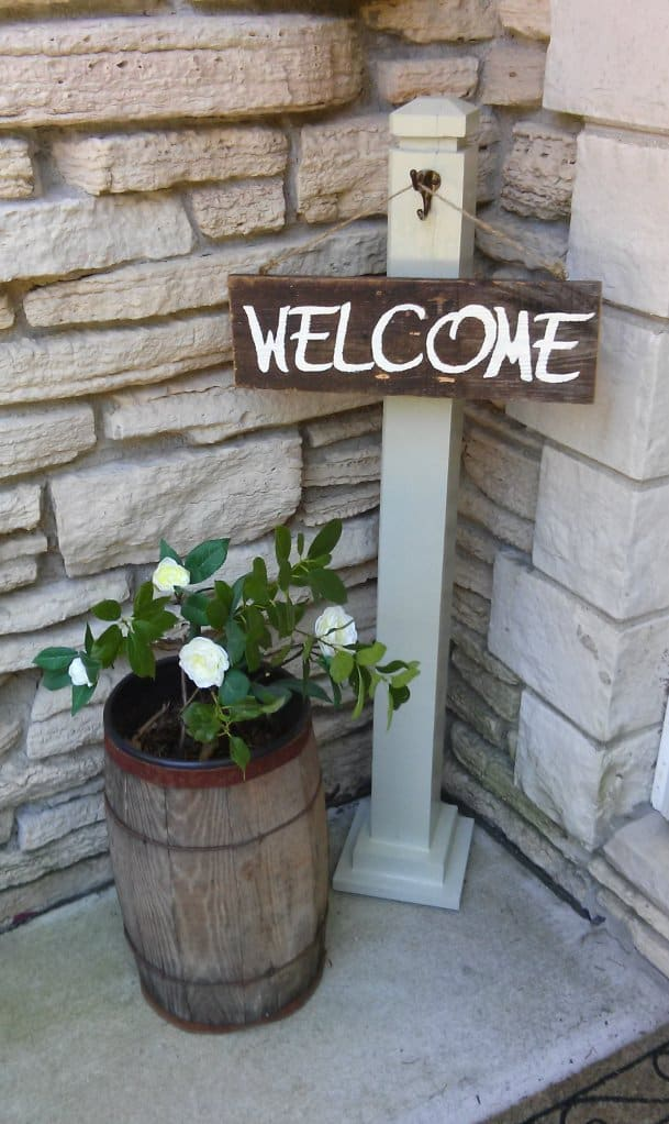 1-Simple-Porch-Welcome-Post