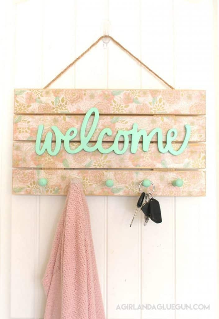 10-Floral-Welcome-Sign-With-Pegs-704x1024
