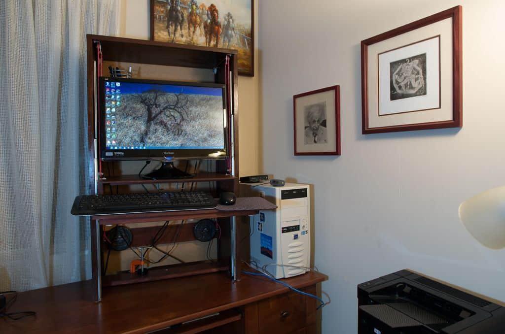 Sit/Stand Computer Desk Hutch