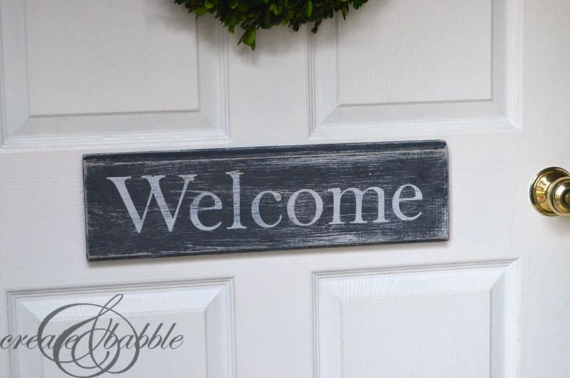 18-Simple-Distressed-Wood-Welcome-Sign
