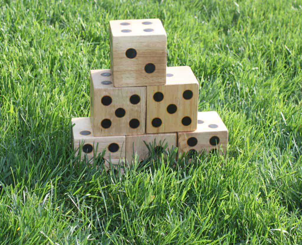29-Wooden-Dice-Yard-Game