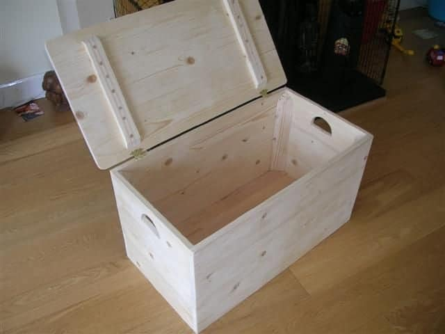 6-Simple-Wood-Toy-Chest