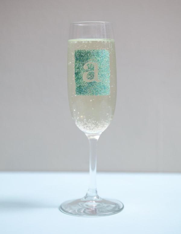 9-Glitzy-Personalized-Wine-Glasses