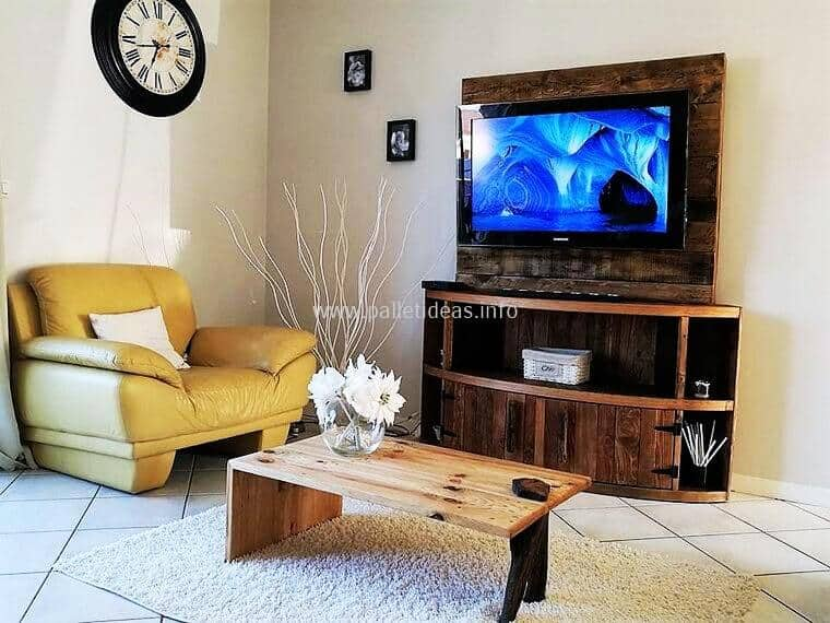 Pallet Wood Curved TV Stand