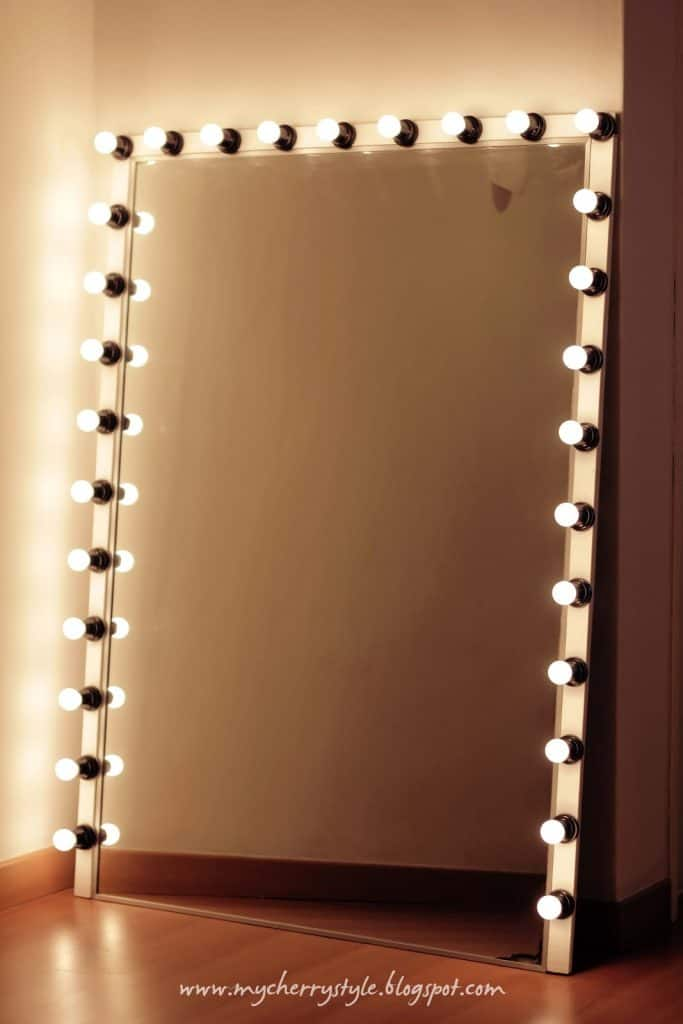 Old Hollywood Style Lighted Mirror Frame
