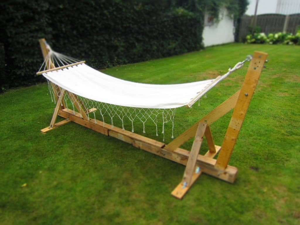 Simple Pallet Wood Hammock Stand