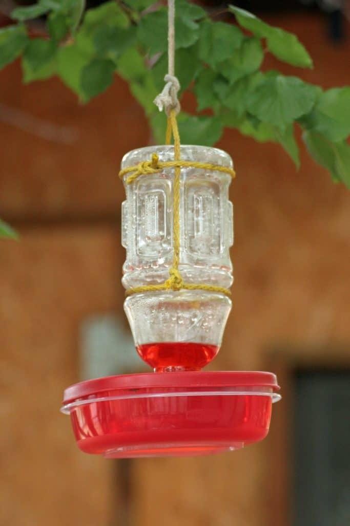 Tupperware Hummingbird Feeder DIY