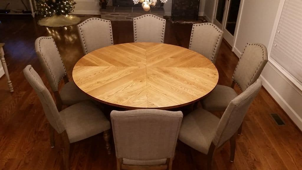 <strong>Traditional Round Farmhouse Table</strong>
