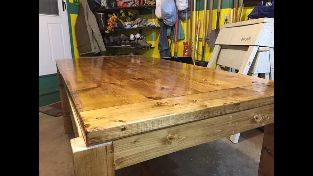 <strong>Beautiful Rustic Wood Farmhouse Table</strong>