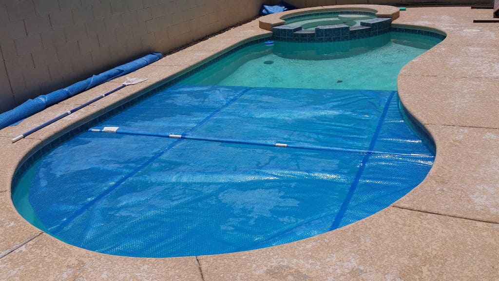 <strong>DIY Solar Pool Cover</strong>