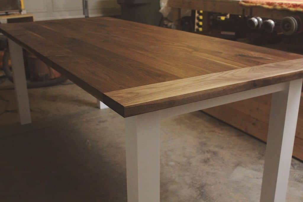 <strong>Simple Beautiful Farmhouse Table</strong>