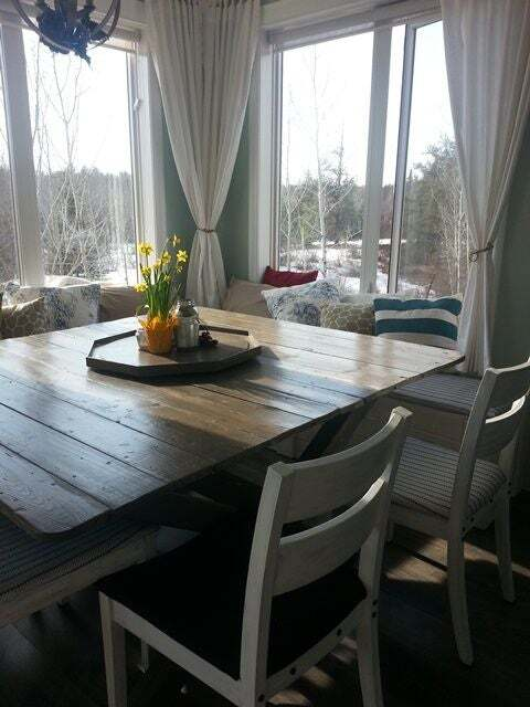 <strong>Budget-Friendly Farmhouse Table</strong>