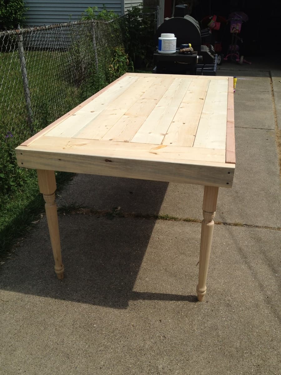 <strong>Turned Leg Modern Farmhouse Table</strong>