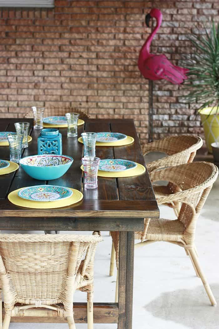 <strong>Outdoor Farmhouse Table</strong>