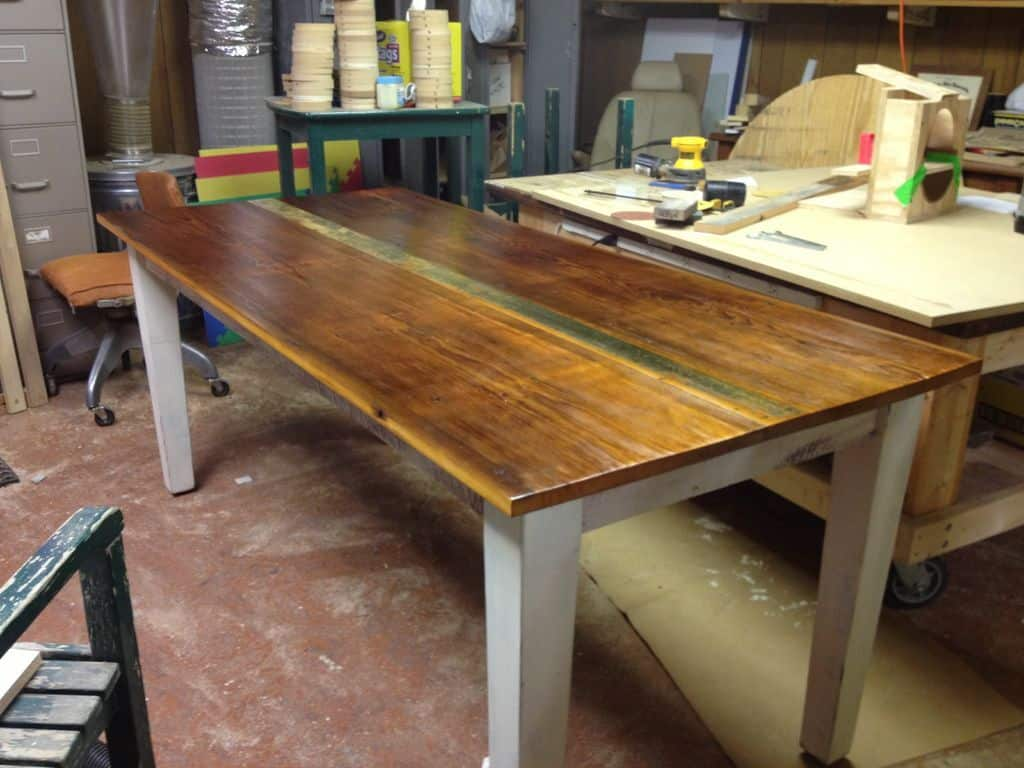 <strong>Basic and Beautiful Farmhouse Table</strong>