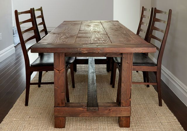 <strong>Rustic Wood Farmhouse Table</strong>