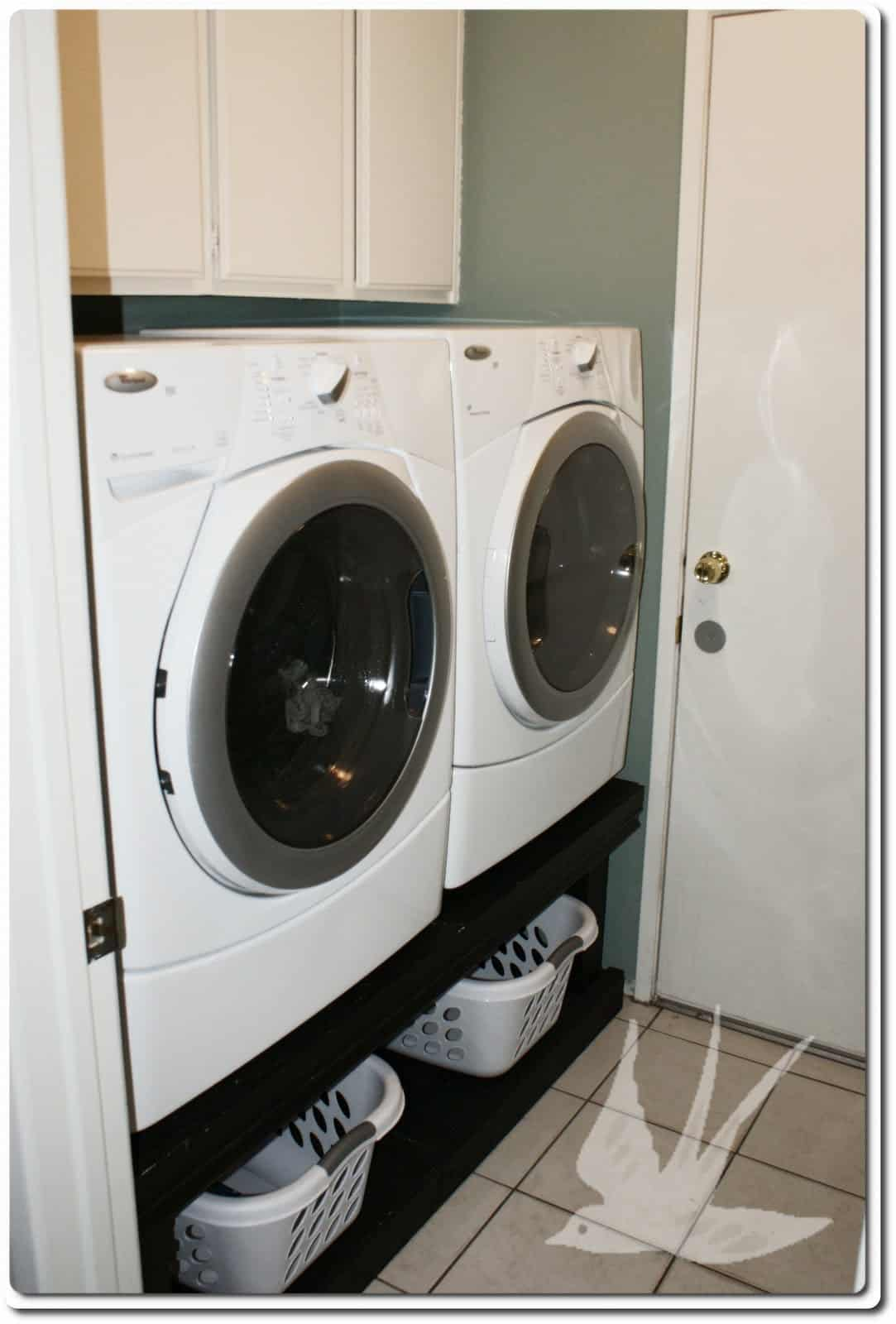 <strong>Solid-Build Laundry Pedestal</strong>