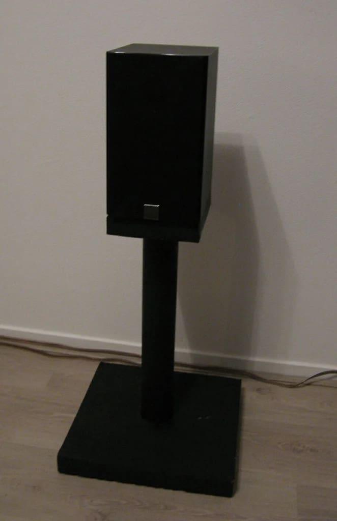 Simple Concrete Speaker Stand