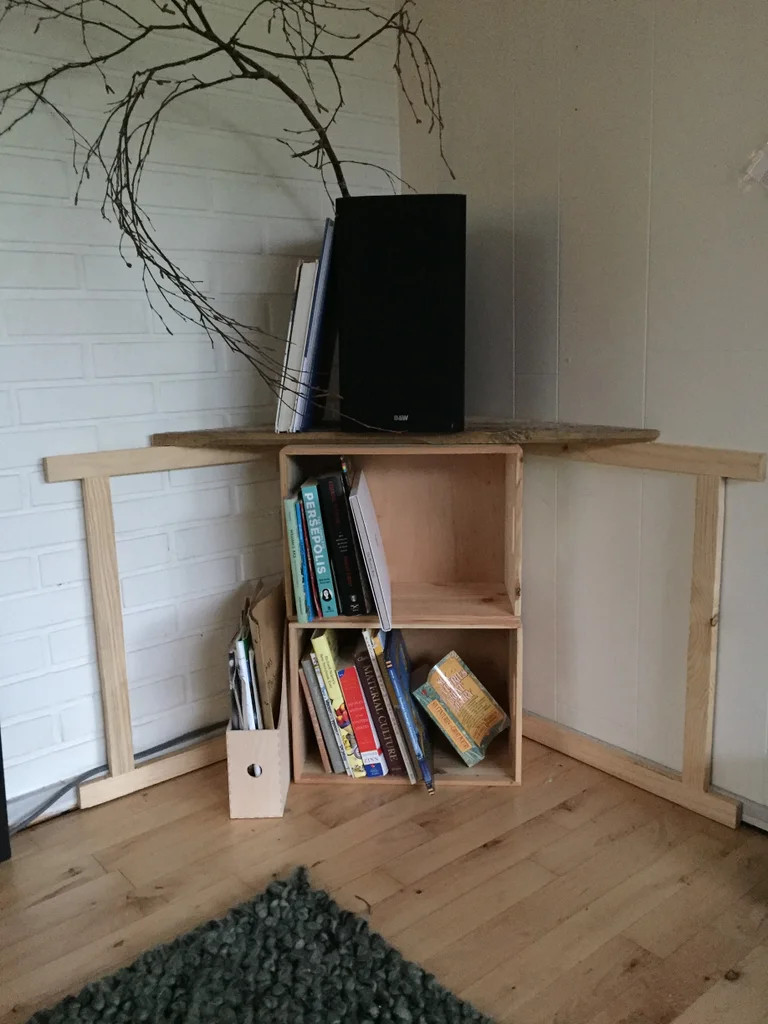 Sawhorse Corner Speaker Stand