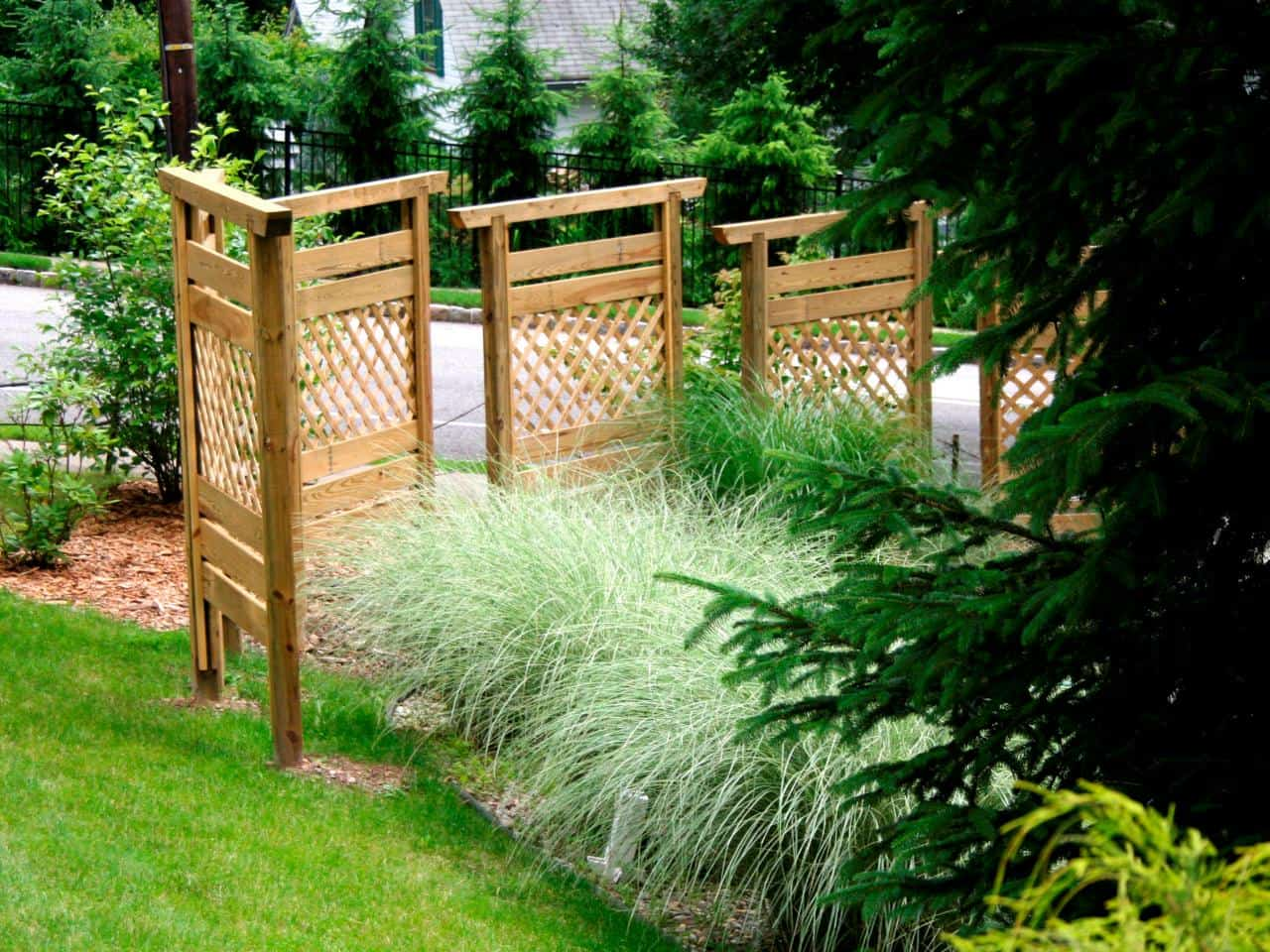 Use Pre-Made Fence Panels for Unique Layouts