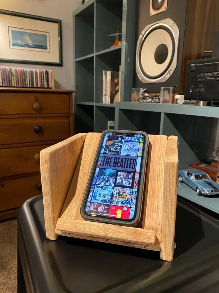 Smartphone Speaker Stand