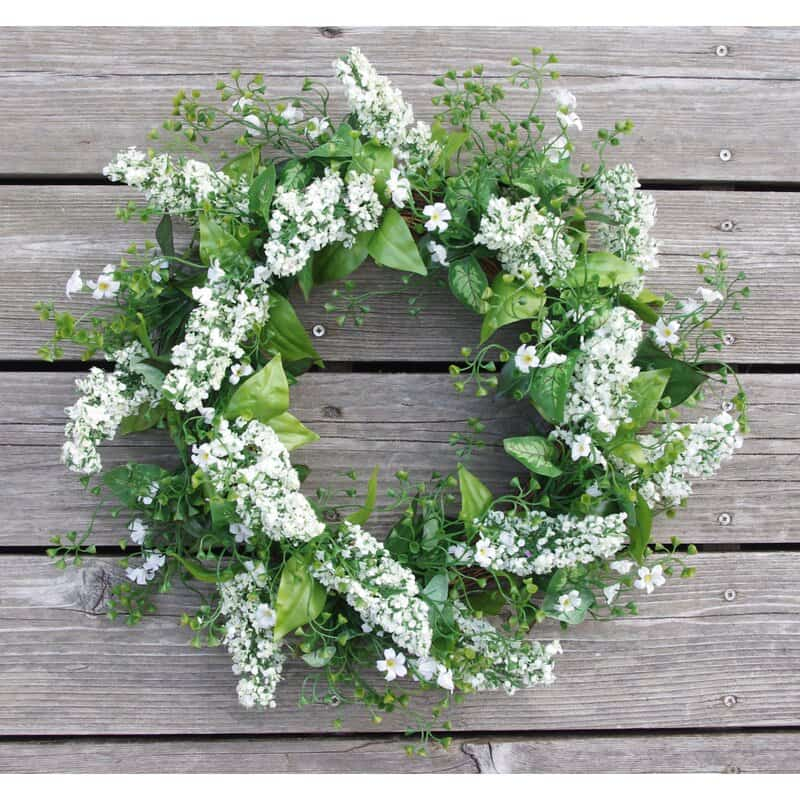 A Wintry White and Green Wreath