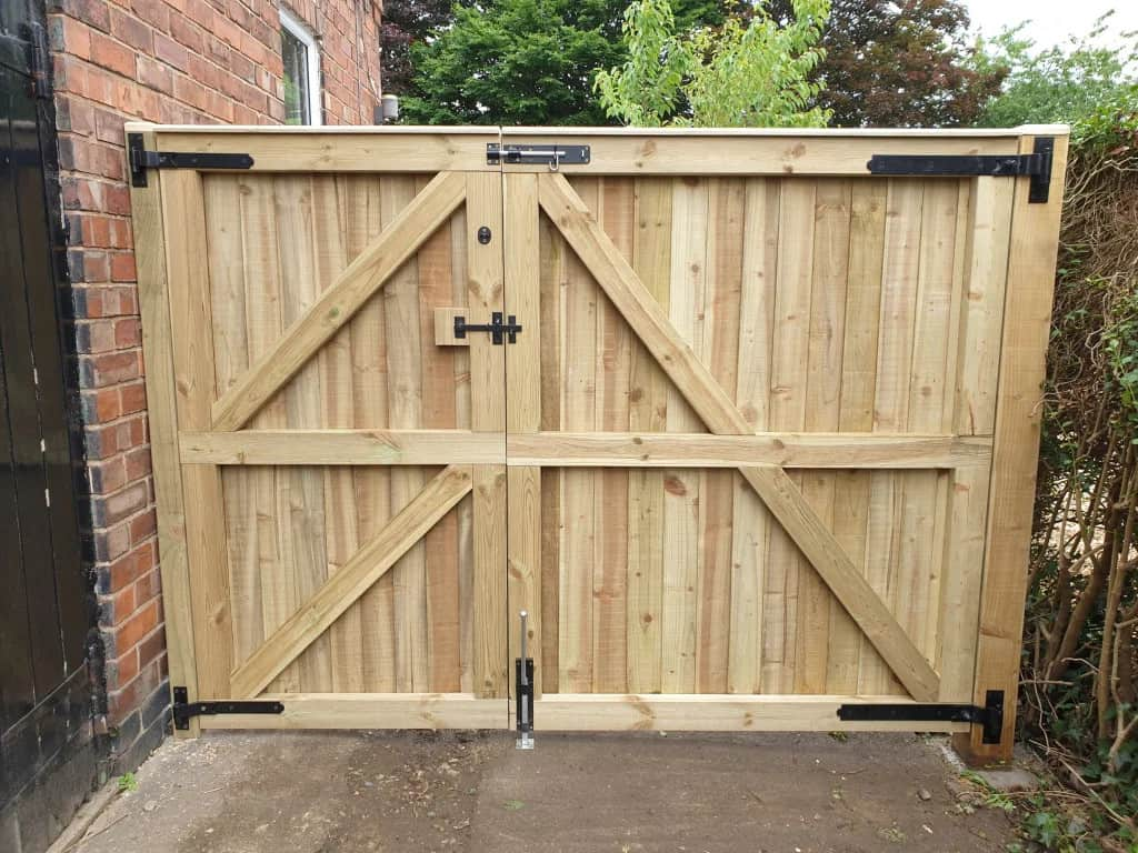16 DIY Driveway Gates Ideas That Are Easy to Install
