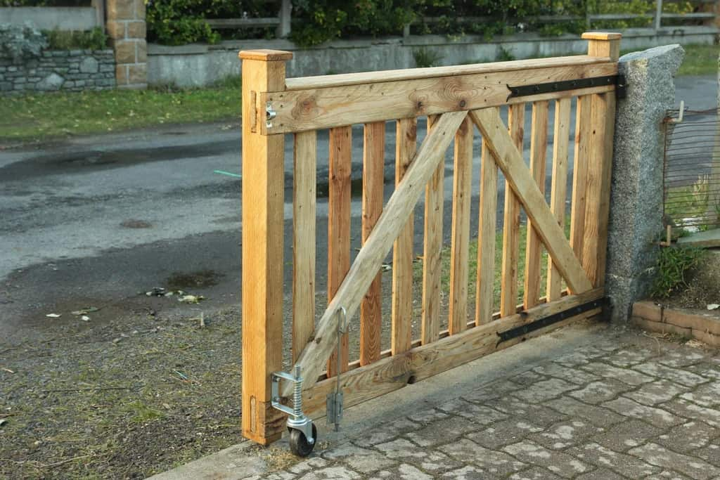 Simple Pallet Wood Rolling Gate